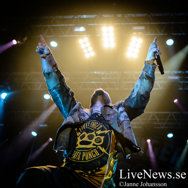 Five Finger Death Punch på Hovet