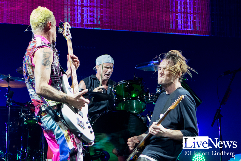red_hot_chili_peppers_tele2_stockholm_2016_010
