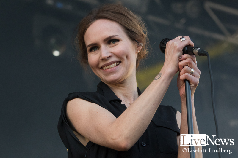 the_cardigans_grona_lund_stockholm_2017_010