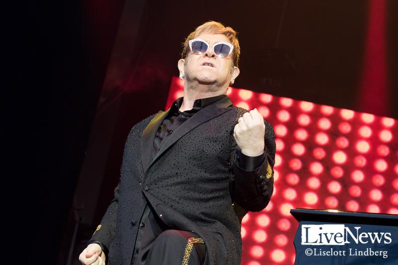 sir_Elton_John_grona_lund_stockholm_2017_003