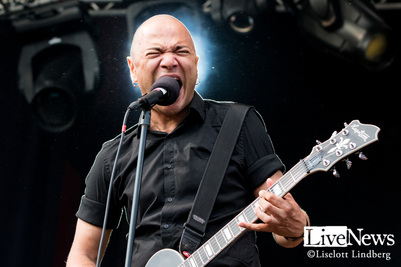 Danko-Jones-GronaLund-2019_09