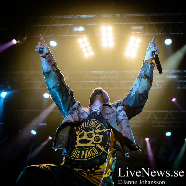 Five Finger Death Punch på Hovet