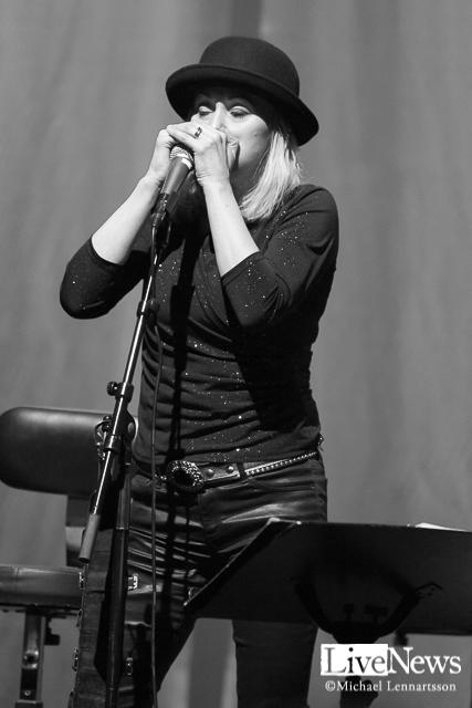Louise Hoffsten9