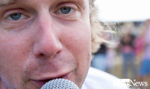 Timo Räisänen sjunger Ted på Nynäskalaset