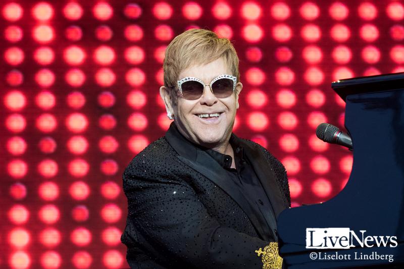 sir_Elton_John_grona_lund_stockholm_2017_001