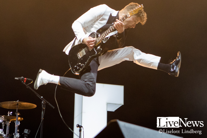 The_Hives_GronaLund_Stockholm_2017_004
