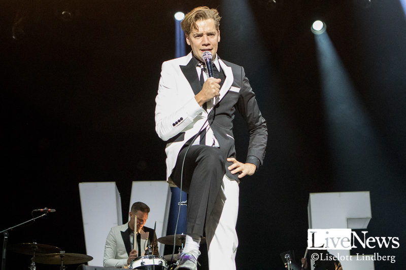 The_Hives_GronaLund_Stockholm_2017_008
