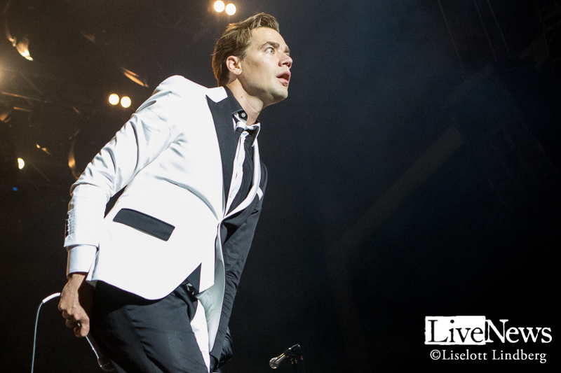 The_Hives_GronaLund_Stockholm_2017_009