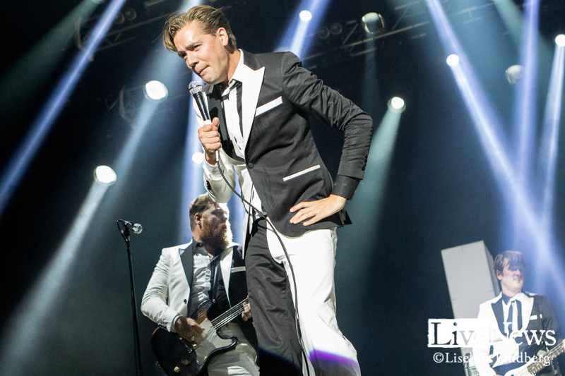 The_Hives_GronaLund_Stockholm_2017_011