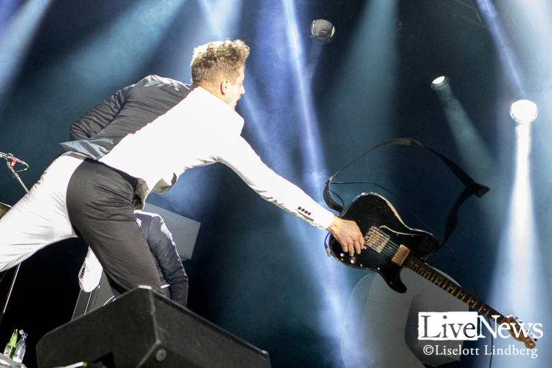 The_Hives_GronaLund_Stockholm_2017_013