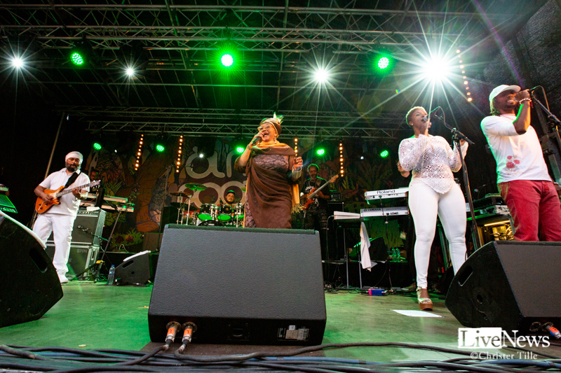Ikaya_Marcia_Griffiths__and_Roots_Harmonics_band_Oland_roots_2019_04
