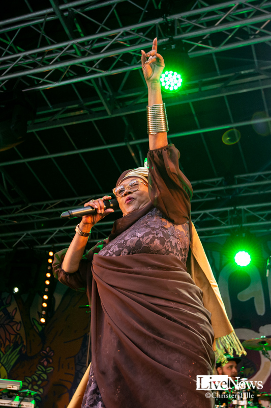 Ikaya_Marcia_Griffiths__and_Roots_Harmonics_band_Oland_roots_2019_05