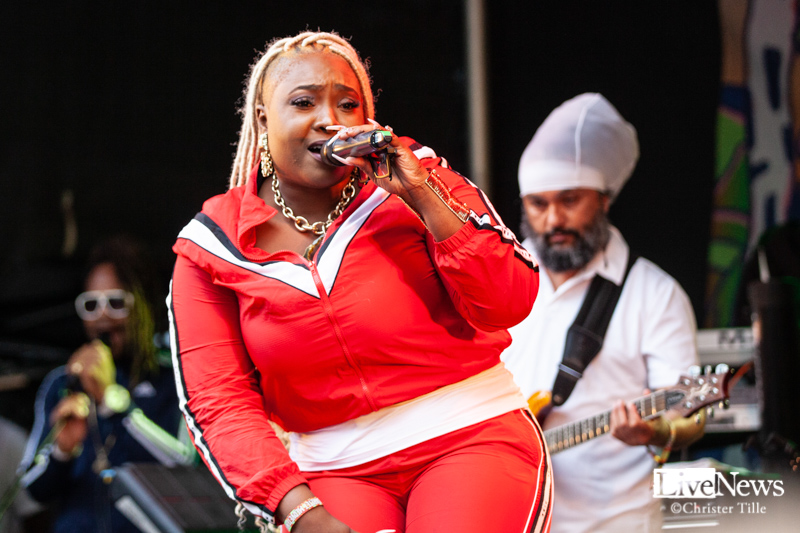 Ikaya_Marcia_Griffiths__and_Roots_Harmonics_band_Oland_roots_2019_06