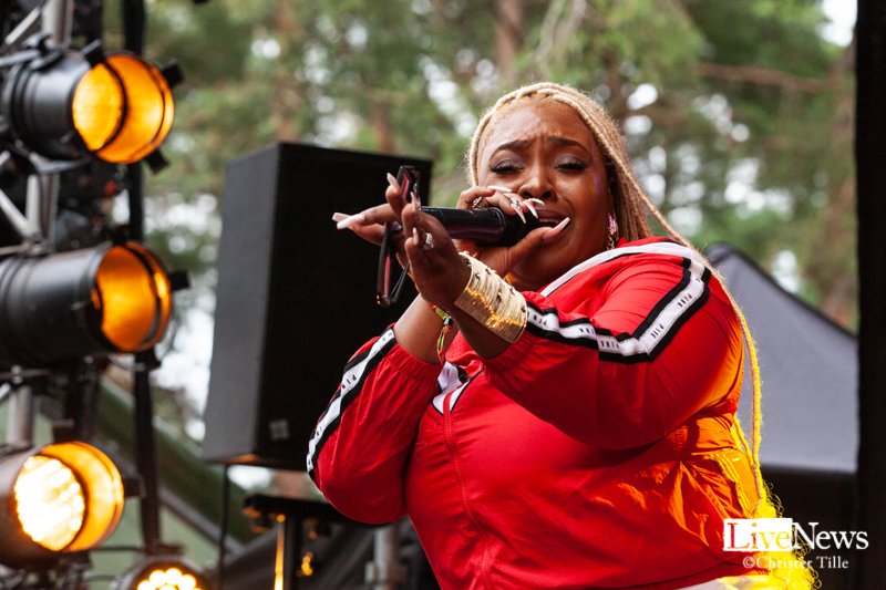 Ikaya_Marcia_Griffiths__and_Roots_Harmonics_band_Oland_roots_2019_07